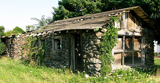 rock-houses-550