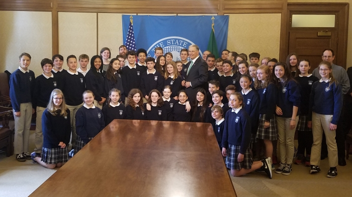 St_John_Seventh_Grade_ and_Governor_Jay_Inslee_2017